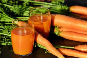 Picture of carrots and their juice