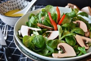 Lambs lettuce, red pepper and mushroom salad